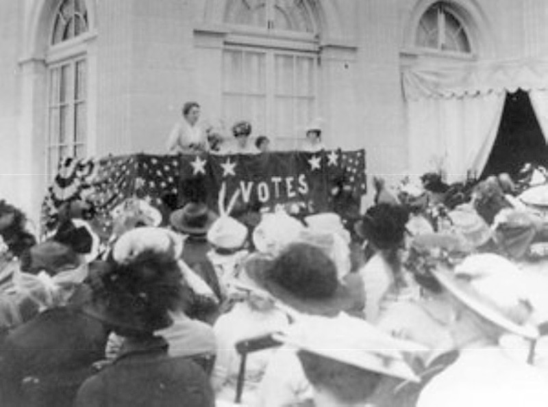 Women's Suffrage Rally at Alva Vanderbilt Belmont's Marble House, Newport, Rhode Island, 1914 (credit: The Preservation Society of Newport County)